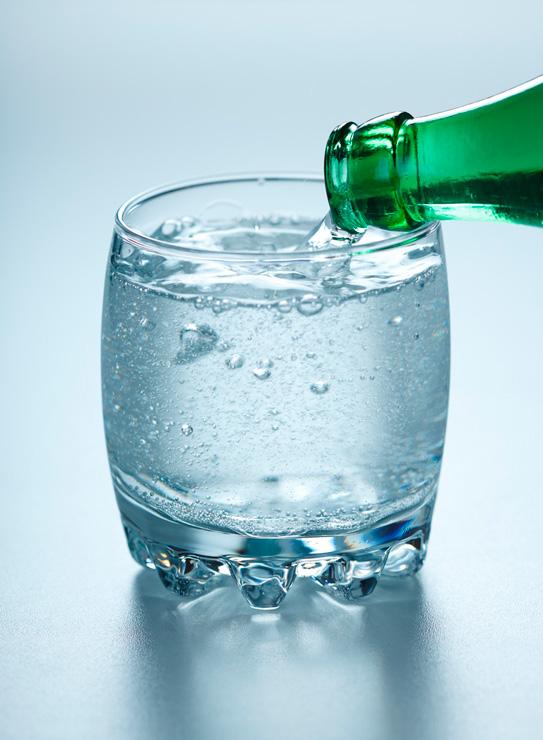 vaso agua con gas