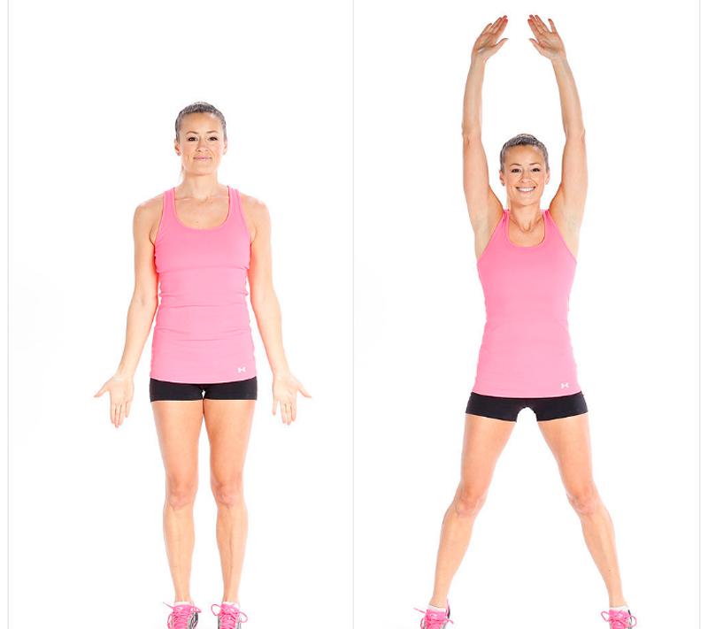 mujer haciendo jumping jack