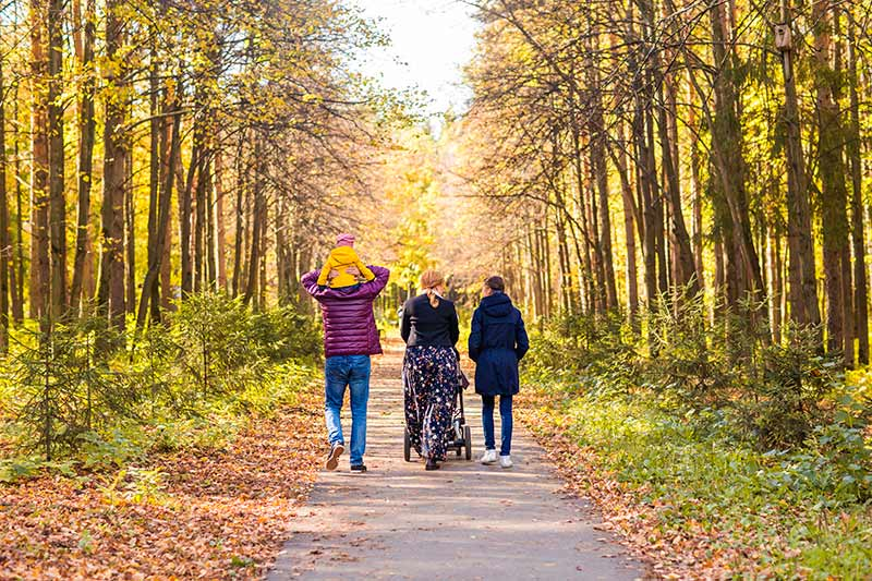 familia-caminando