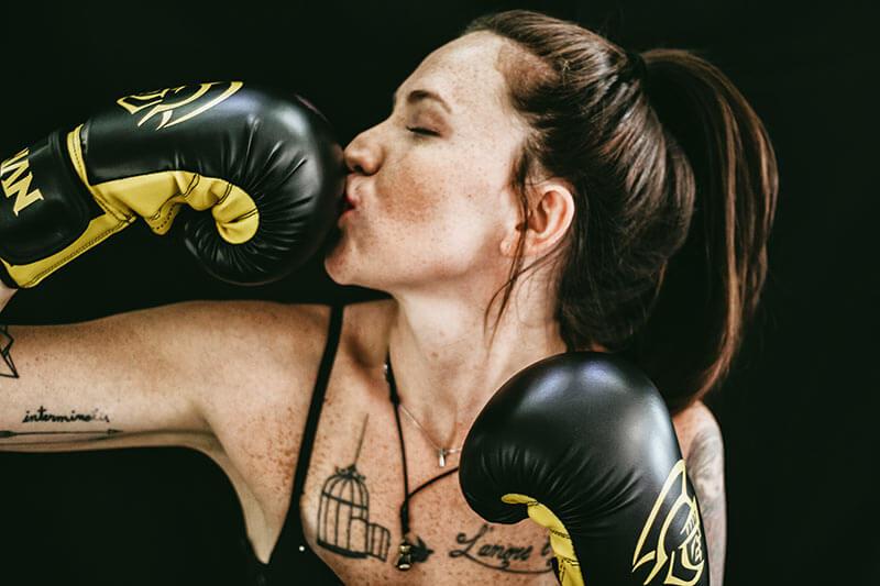boxeo-para-mujeres-chica-guantes