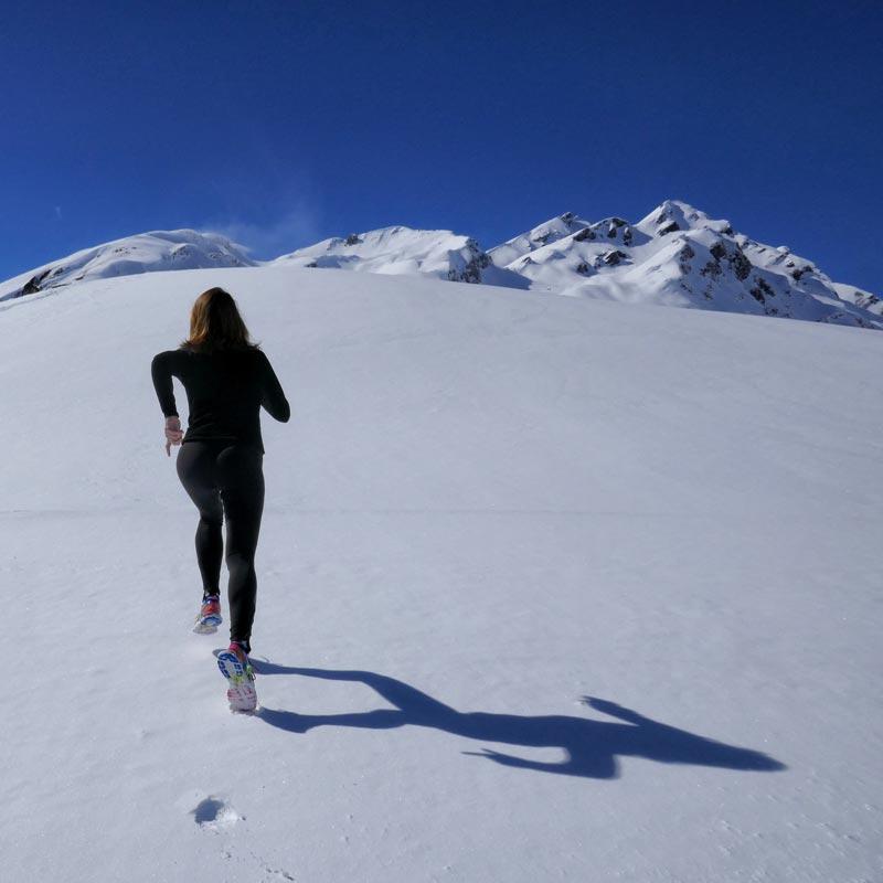 correr-en-invierno-chica-nieve