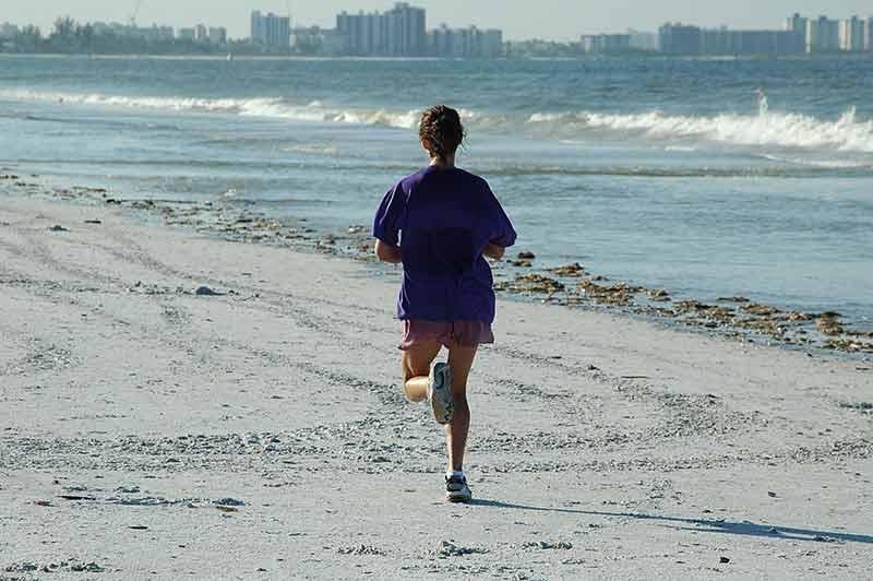 correr-por-la-playa-running