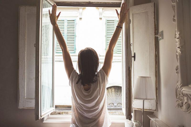 dieta-detox-1-dia-mujer-comenzando-dia