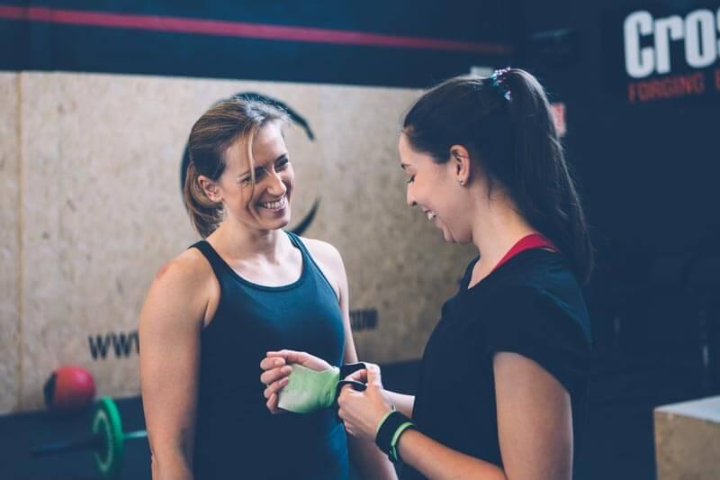 dieta-para-perder-grasa-ganar-musuclo-mujeres-entrenamiento-crossfit