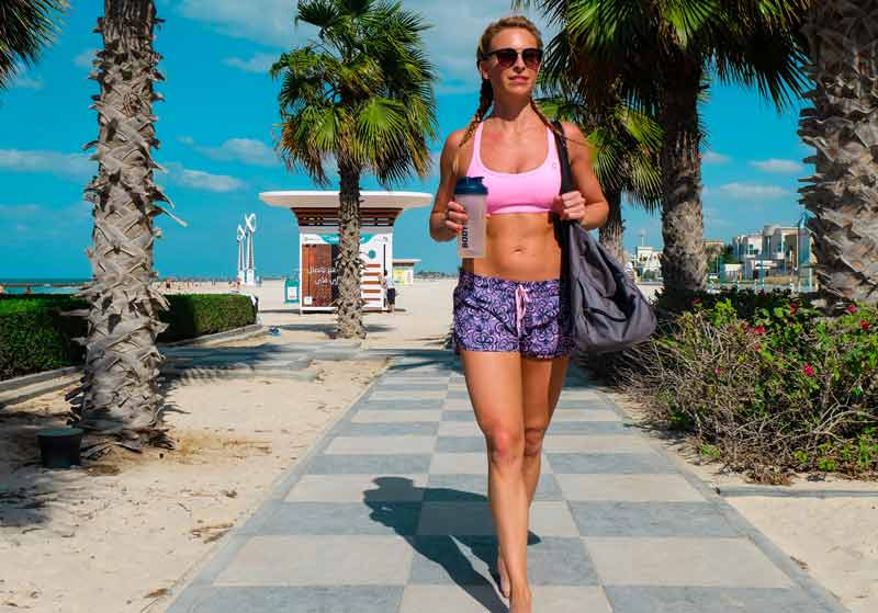 ejercicios-hacer-playa-chica-workout-playa