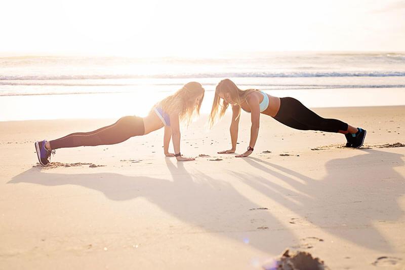 ejercicios-hacer-playa-chicas-entrenando