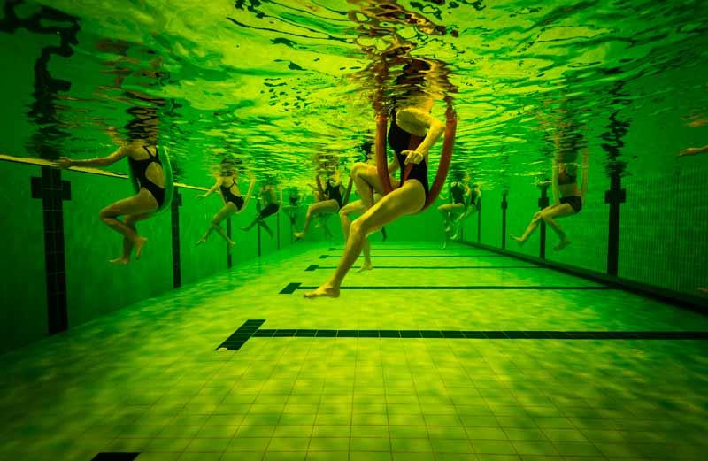 ejercicios-para-hacer-en-la-piscina-bicicleta