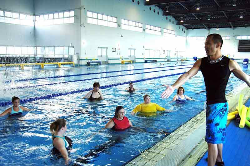 ejercicios-para-hacer-en-la-piscina-grupo
