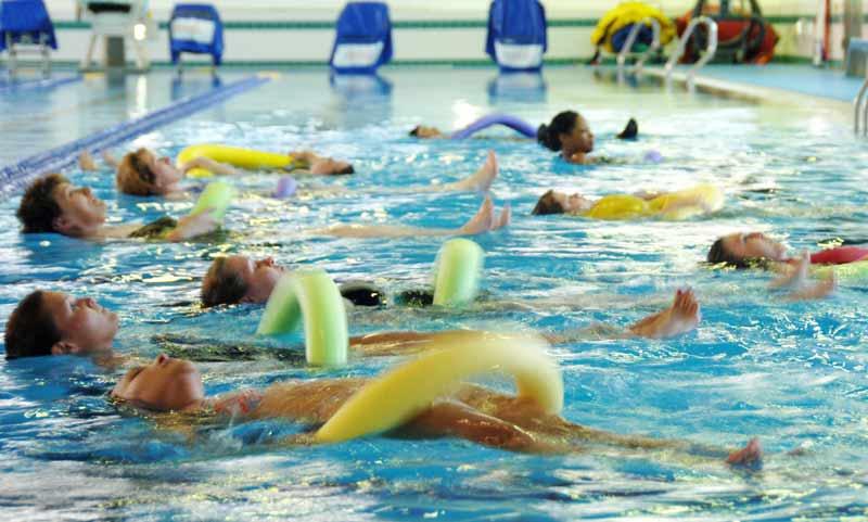 ejercicios-para-hacer-en-la-piscina-workout
