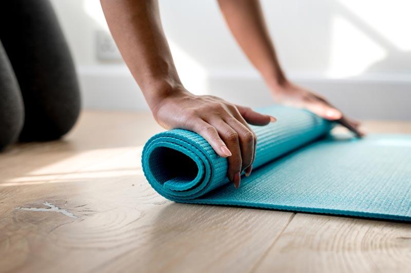 ejercicios-para-reducir-caderas-esterilla