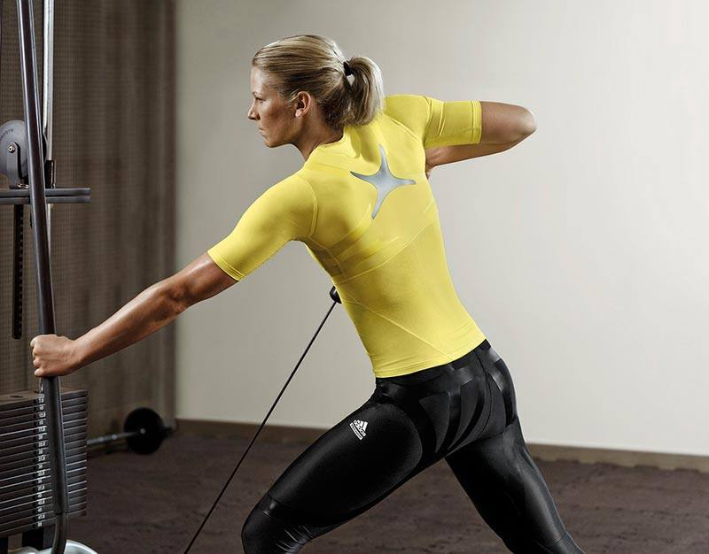 ejercicios-para-reducir-cintura-mujer-en-el-gimnasio