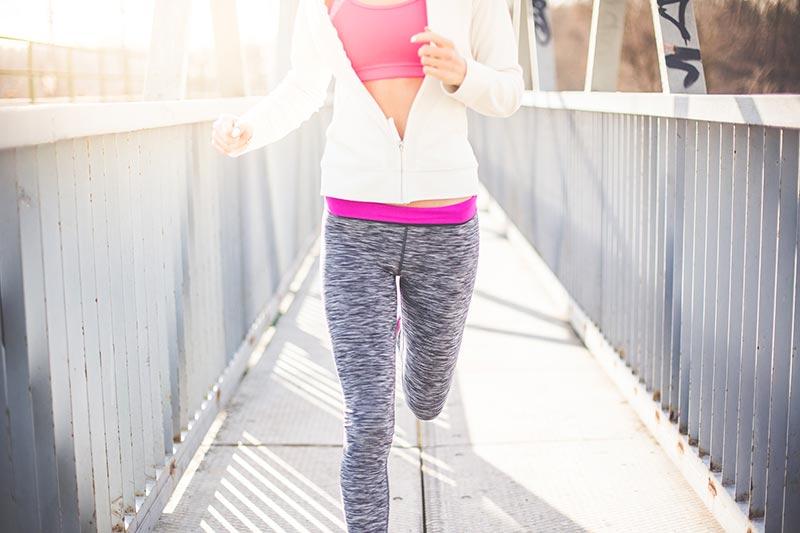 ejercicios-para-reducir-cintura-mujer-running