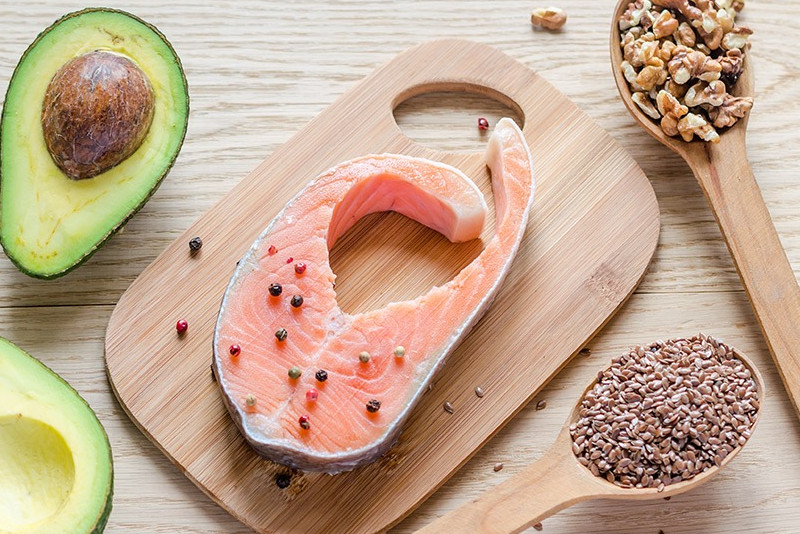 grasas saludables-salmon-aguacate-omega3