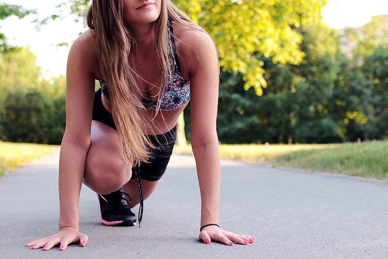 rutina-ejercicios-para-mujeres-chica-corriendo