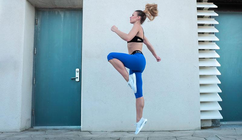 rutina-gimnasio-para-mujer-elevacion-rodillas