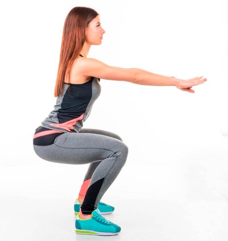 rutina-gimnasio-para-mujer-sentadillas