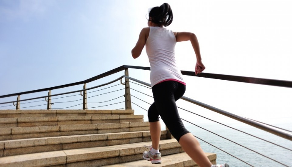 chica-subiendo-escaleras