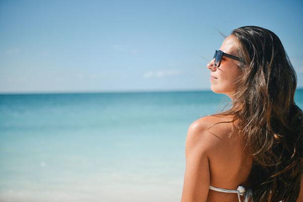 vitamina-c-en-verano-chica-playa